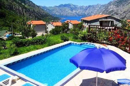 LARGE VILLA WITH PRIVATE POOL - Kotor