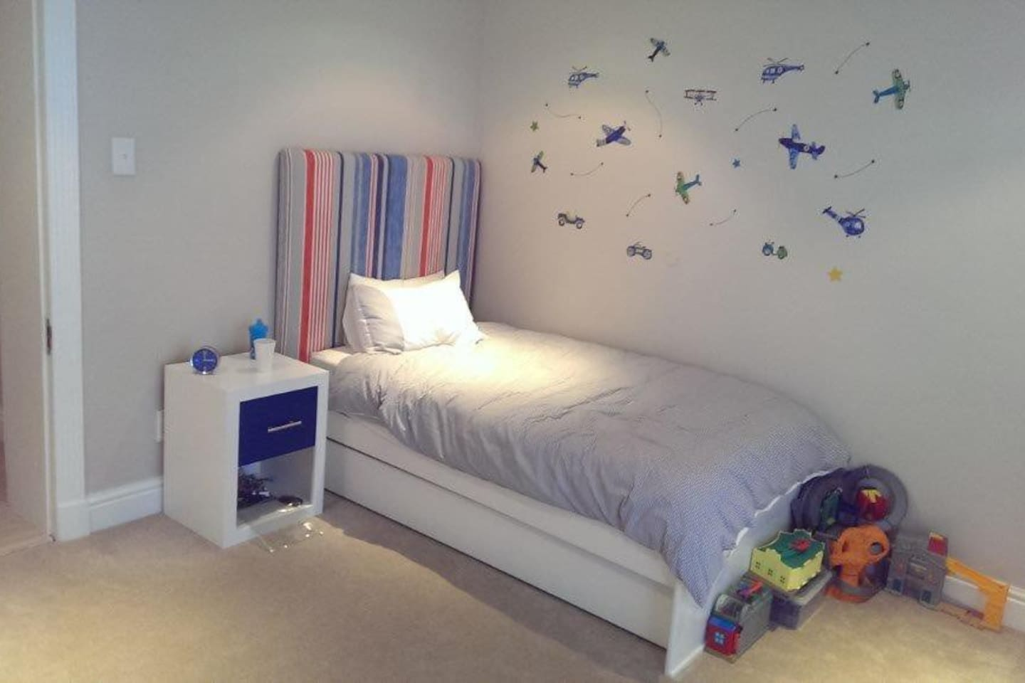 Kids bedroom 2 with pull out bed