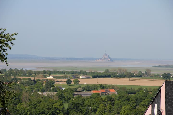 House with views over the bay of Mont St Michel. - Le Val-Saint-Père