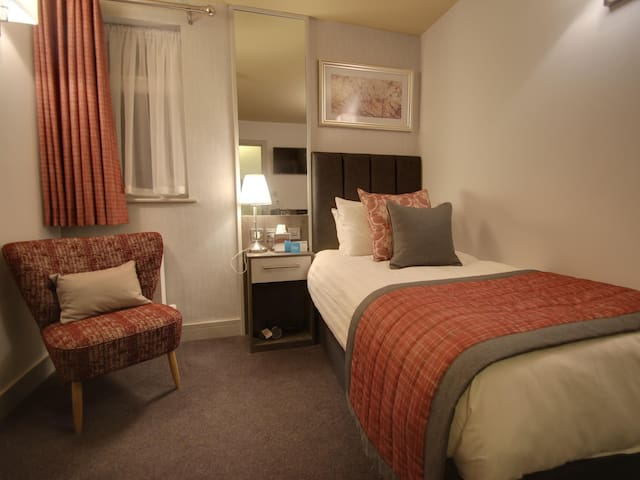 Single Room ensuite with shower at Nine Jars Hotel