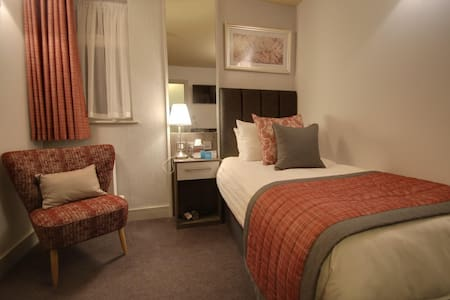 Single Room ensuite with shower at Nine Jars Hotel