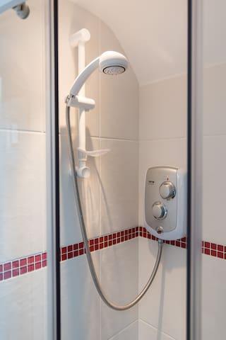 Private room/ensuite shower room