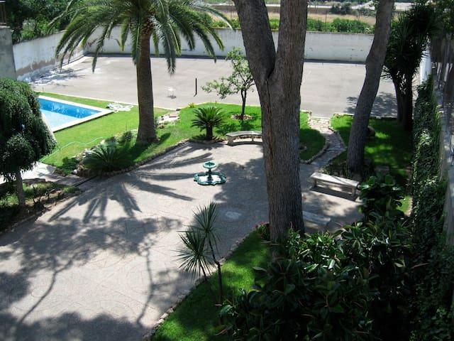 Nice apartment with garden and pool - Paterna - Huoneisto