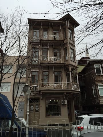 200 years Art Nouveau building - Istanbul - Appartement
