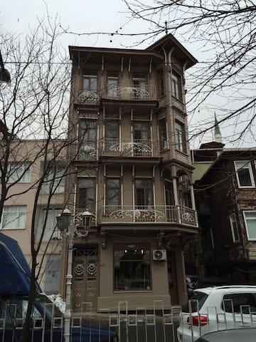 200 years Art Nouveau building - İstanbul - Apartment