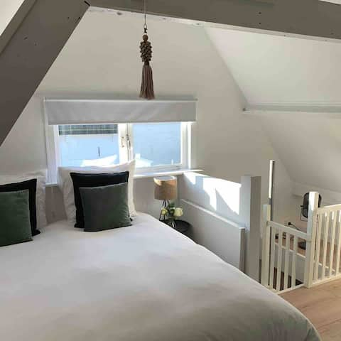 Beautiful Tiny House Heemstede center. Near to AMS