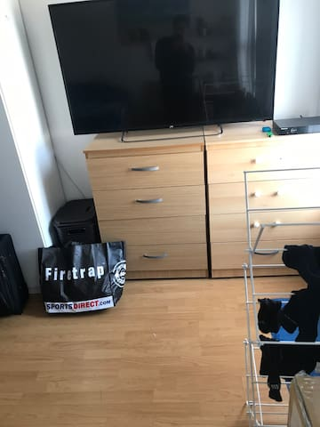 Room in Tottenham Hale. 5 minutes from station