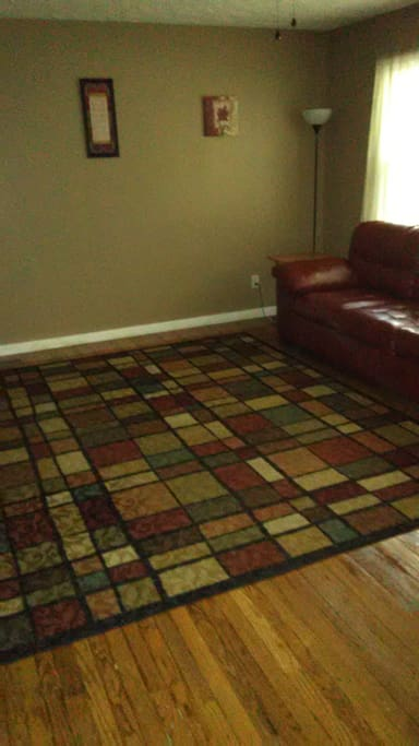 Large, open living room for Queen size air mattress. Solar Eclipse Special $150 Per Night (Sunday & Monday)
