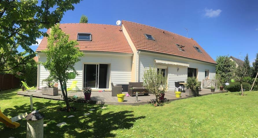 Maison de famille entre Caen et la mer