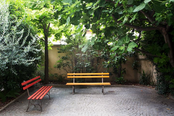 Apartment with garden close to the city center