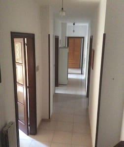 Appartamento bilivelli 180mq+40mq - Valenzano - Dům