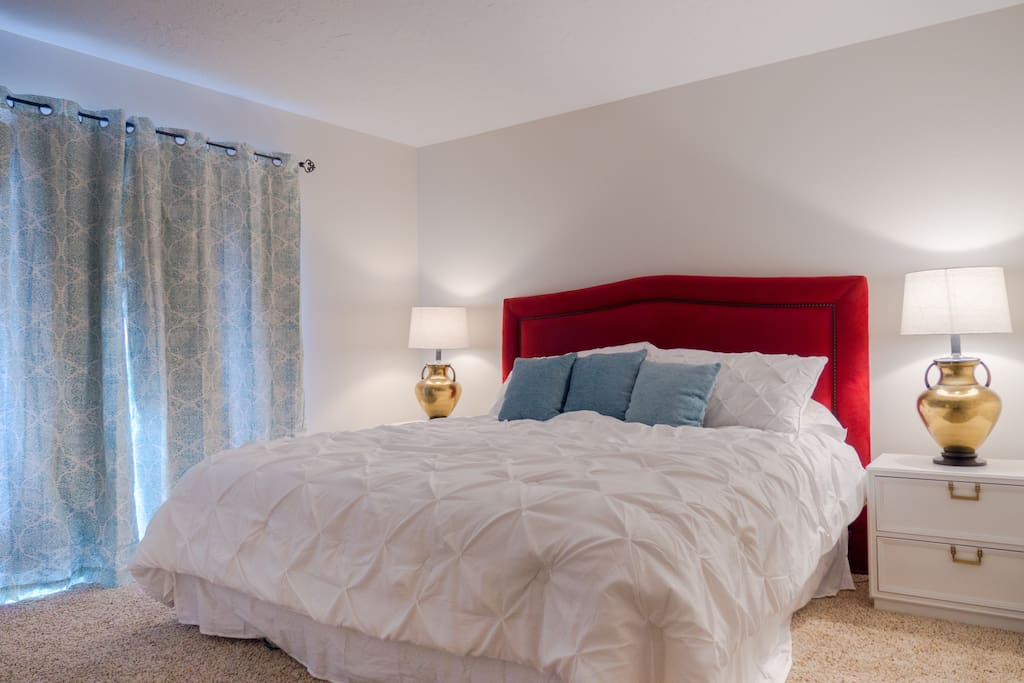 Master Bedroom -Cozy up in the nice king size bed, with access to large patio with Mountain Views.
