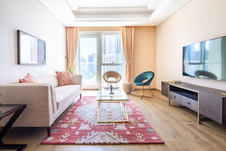 Luxury Living In This Famous 3BR Apt in Downtown Dubai - Sleeps 6!
