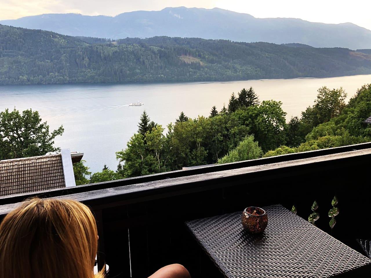 Vom Balkon genießen Sie eine malerische Aussicht auf den Milstätter See!