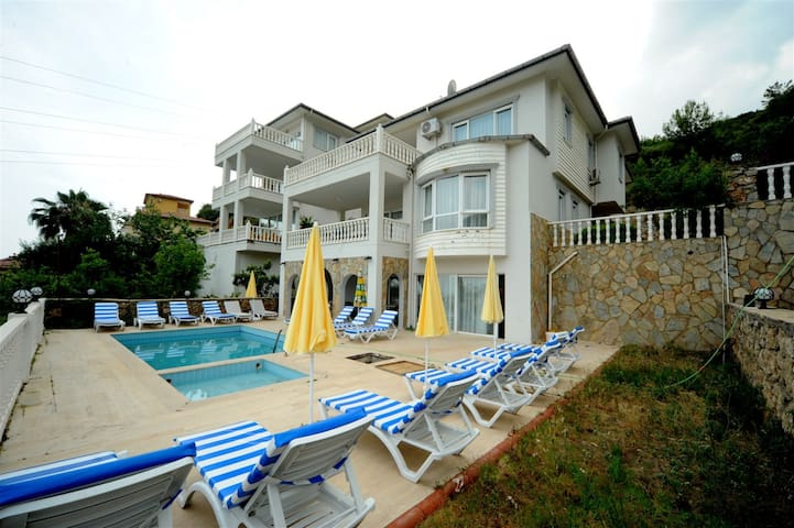 Imagine You and Your Family Renting this Luxury Villa in Alanya, close to the Beach, Alanya Villa 1034