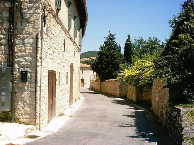 Antico casale fra Marche e Umbria - Pieve Torina - บ้าน