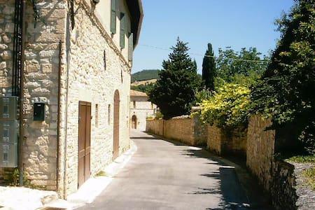 Antico casale fra Marche e Umbria - Haus