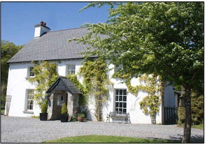 Edwardian Room - Mohill - Bed & Breakfast