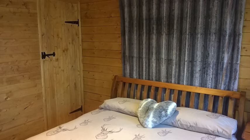 King sized bed with en-suite shower