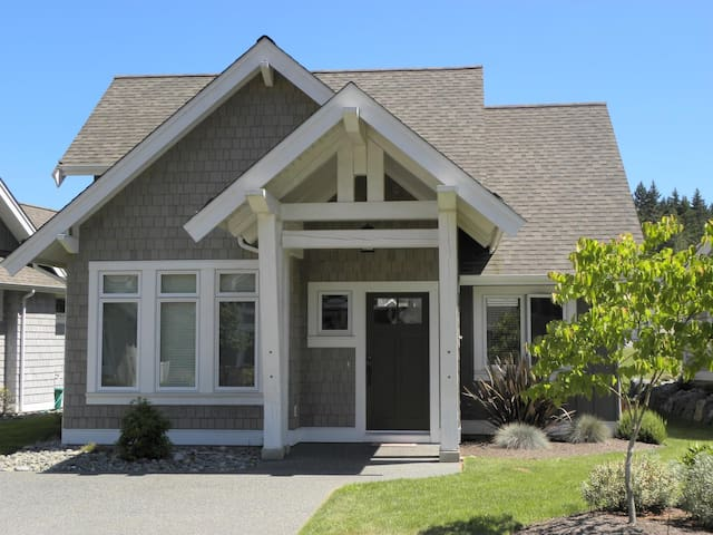 BC Family Vacation Beach Home! - Qualicum Beach - House