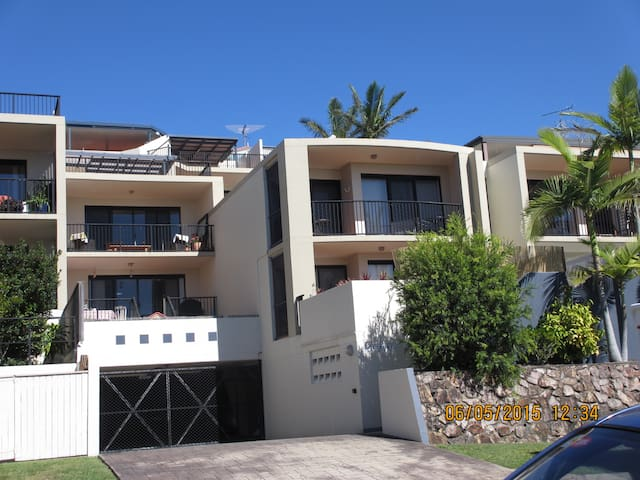 Modern, spacious, close to beach - Alexandra Headland - Flat