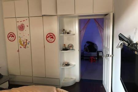 室内精装修,居住舒适,干净整洁,家具电器齐全!楼下有超市,菜市场和医院,出小区有五大银行 - Bengbu Shi