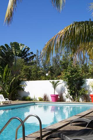 Villa piscine - La Saline-Les-Bains - House