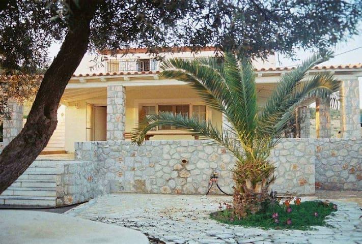Villa Marialina Penthouse sleeps4 Agios Aimilianos