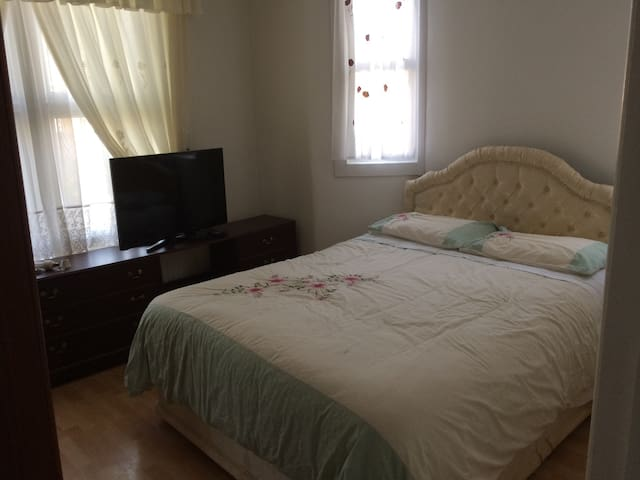 Beautiful room close to transport links Zone 3