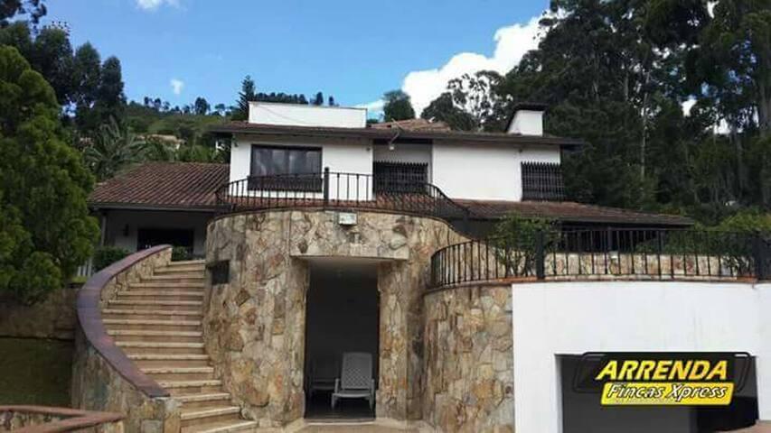 Hermosa casa en Sabaneta - Sabaneta - Casa