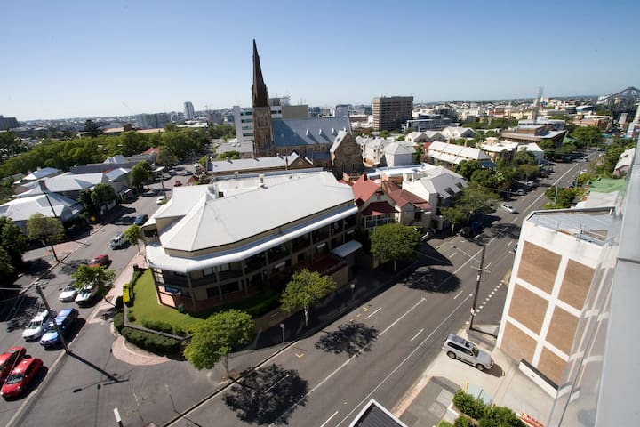 1 Bed moments from the CBD - Spring Hill - Leilighet