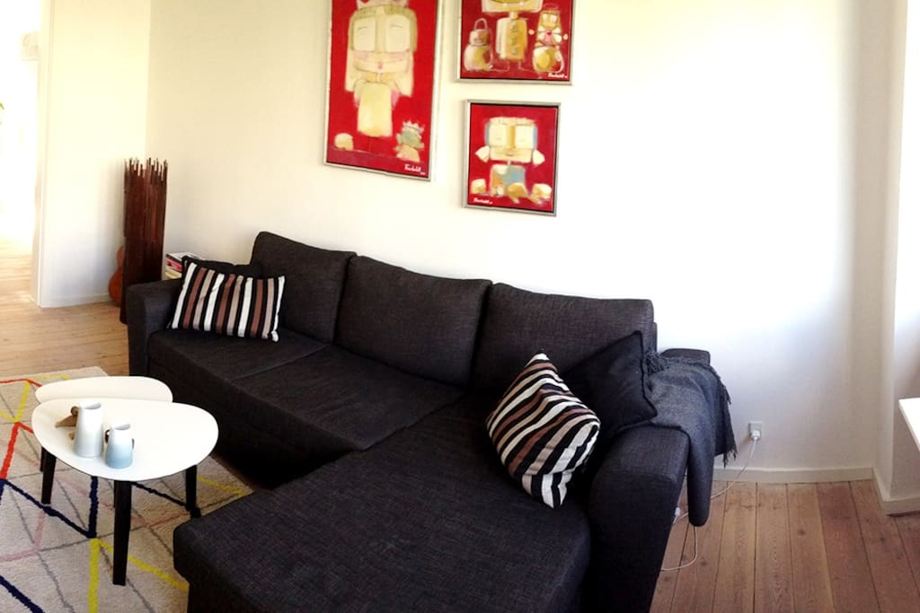 Large 2 bed flat, upscale hip area