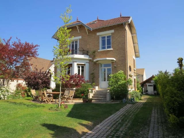 Beautiful home, close to Paris - Le Mesnil-le-Roi - Villa