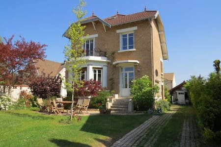 Beautiful home, close to Paris - Le Mesnil-le-Roi