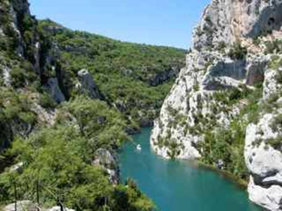 Les gorges de Verdon- right in the villagedans le village- hiking, boating- randonées et bateaux