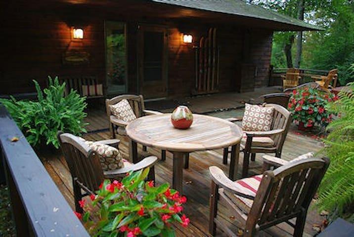 Luxury Vermont Mountain Retreat - Summer Rentals - สต็อคบริดจ์ - กระท่อม
