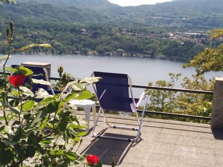 Borgo medioevale vista lago.  wifi