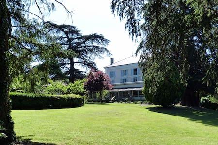 Les chambres d'Hôtes du Breuil - Salles-Arbuissonnas-en-Beaujolais - Bed & Breakfast