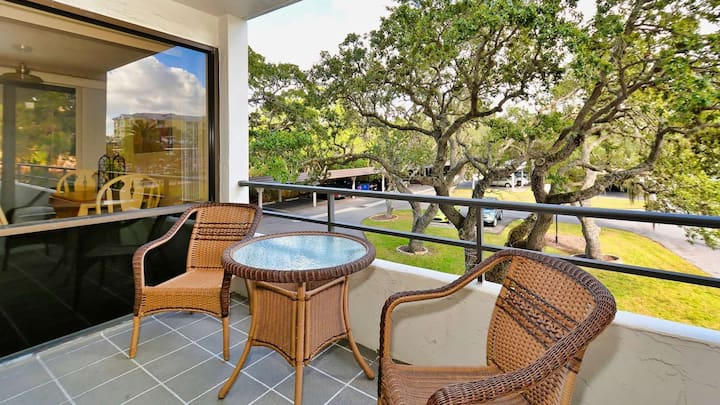 Beautiful Apartment with first class amenities on The Anchorage, Siesta Key Apartment 1006