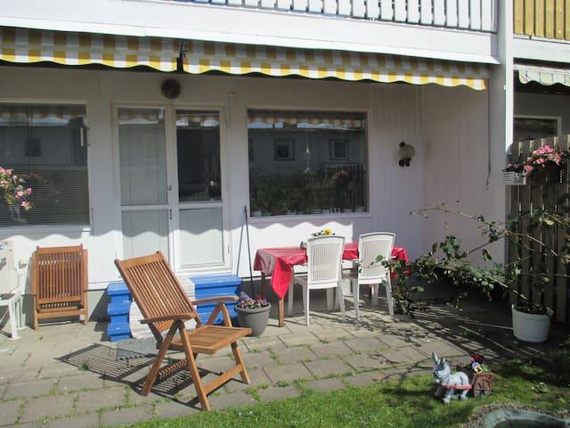 Cosy room close to nature - Västerhaninge - Bed & Breakfast