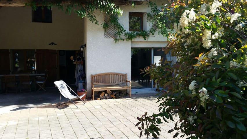 4 chambres famille 15mn lyon - Beynost - บ้าน