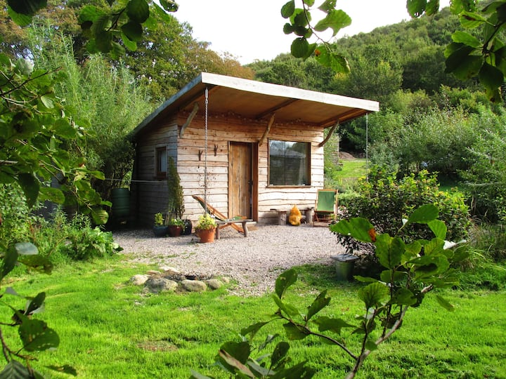 Romantic cabin, secluded location, Conwy