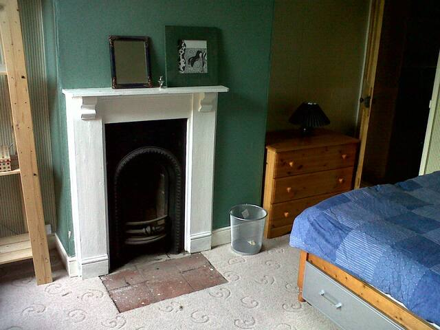 Bedroom to Rent in Town House (2nd) - Birmingham - Talo
