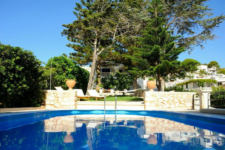 Villa Oceano with pool beachfront -  sea discent
