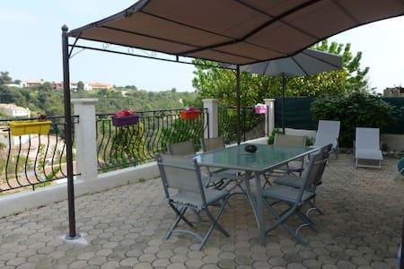 Joli 2 P quiet in villa Cagnes / La Gaude - La Gaude - 公寓