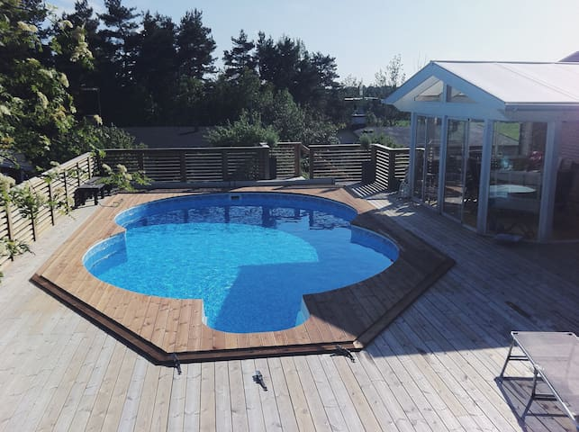 A nice house with a tempered pool and a view! - Vallentuna