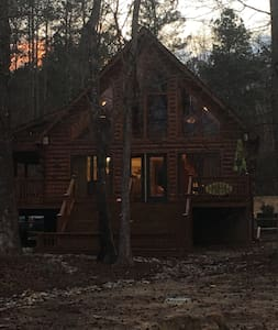 Lake Gaston Waterfront Log Cabin - Henrico - Cabane
