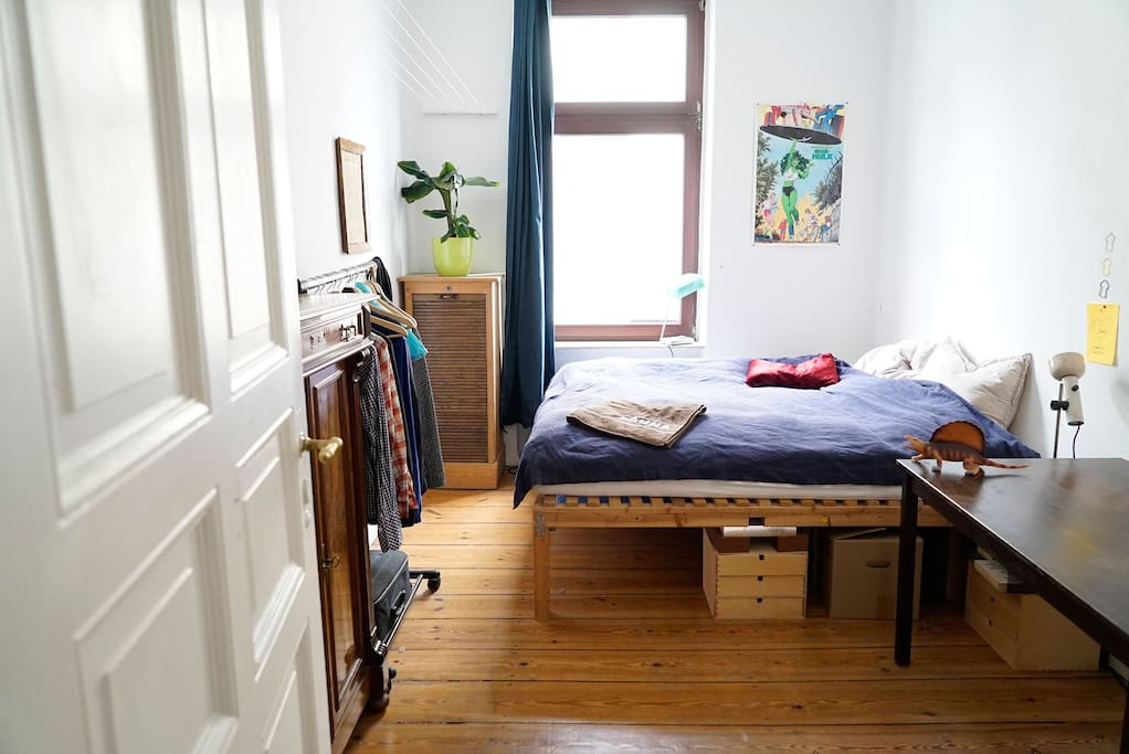 Bedroom with a huge bed - 2m and 2m - you can sleep diagonally! The mattress is very good.