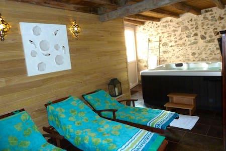 La Petite  Maison, Jacuzzi et Sauna - Roussines - 獨棟