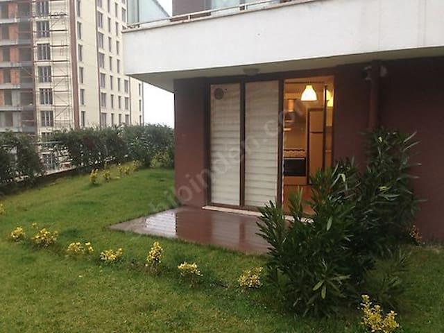 Bahçeşehirde keyifli bahçe katı - İstanbul - House